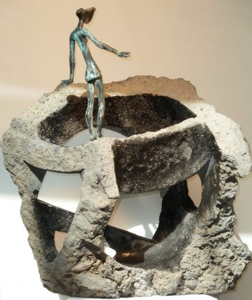Aventura, 2012 / 33 x 16 x 44 cm / Bronce y Basalto / Ana Luisa Benítez y Manuel Cyphelly