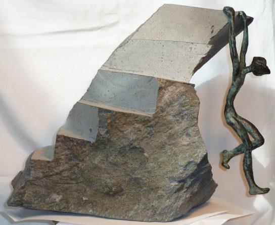 La ola, 2012 / 52 x 23 x 56 cm / Bronce y Basalto / Ana Luisa Benítez y Manuel Cyphelly