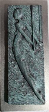 Acróbata I. 2018 / Edición: 2/3. Relieve en bronce, 10x17 cm sobre placa de acero de 14x31 cm.