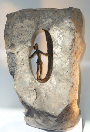 Tres salidas, 2012 / 26 x 32 x 42 cm / Bronce y Basalto / Ana Luisa Benítez y Manuel Cyphelly