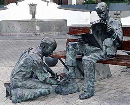 Telde, Plaza de San Gregorio. El limpiabotas, 2002 / Bronce