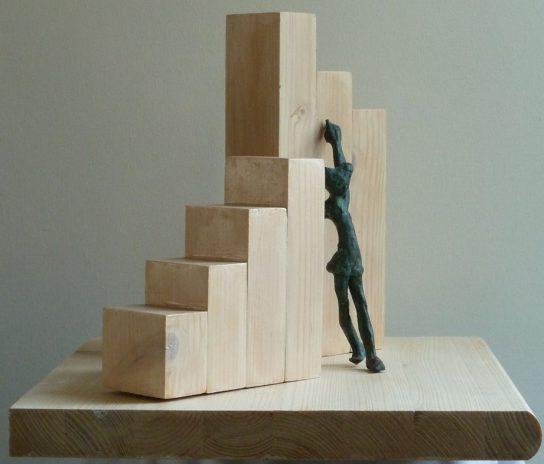 Homenaje a Escher IX New York, 2012 / 52 x 34 x 67 cm / Bronce y Madera / Ana Luisa Benítez y Manuel Cyphelly