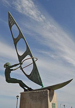 VECINDARIO, Pozo Izquierdo. La windsurfista, 2003 / Bronce