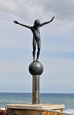Playa San Agustín. Equilibrista, 2002 / Bronce