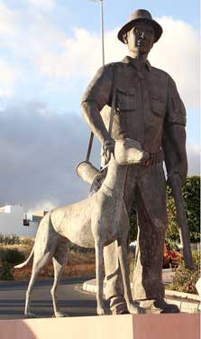 Ingenio. El cazador, 2003 / Bronce, Tamaño natural
