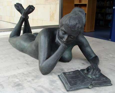 Las Palmas de Gran Canaria, Biblioteca Universidad. La lectora, 1995 / Bronce, Tamaño natural