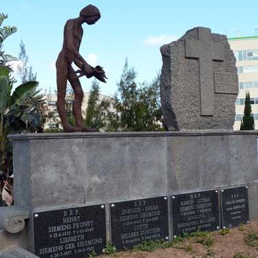 Cementerio de Las Palmas. En el Mausoleo de la Familia Bellini, 2005 / Bronce