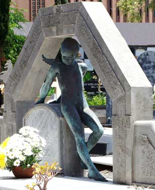 Cementerio del Puerto. En el Mausoleo de la Familia Siemens, 2010 / Bronce