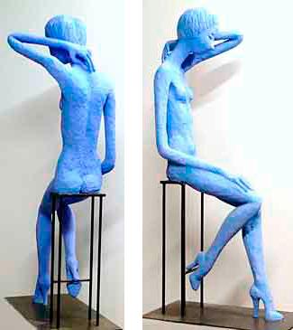 Alba, 112 cm / 2011 / Cemento especial pintado con pigmento azul