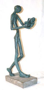 La Paternidad / bronce 38 cm.sobre piedra.